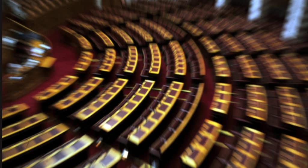 Ψηφίστηκε η τροπολογία που προβλέπει σοβαρές διοικητικές κυρώσεις και βαριά πρόστιμα σε αυτούς που εμφανίζουν πλαστά πιστοποιητικά, ή σε ανεμβολίαστους ιδιώτες γιατρούς που επιχειρούν να ξεγελάσουν το σύστημα.