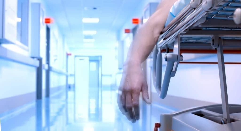 Τη διενέργεια προκαταρκτικής εξέτασης με αφορμή το θάνατο 54χρονης ανεμβολίαστης γυναίκας στο νοσοκομείο «Ευαγγελισμός», η οποία αρνείτο να διασωληνωθεί παρά τι προσπάθειες των γιατρών διέταξε η Εισαγγελία Πρωτοδικών Αθηνών.