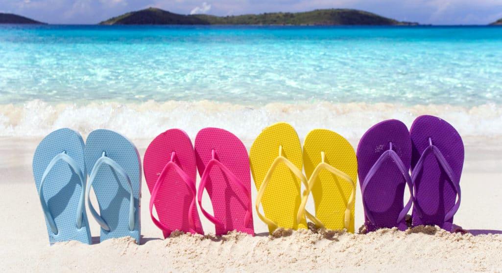 Κάθε χρόνο το καλοκαίρι, ακόμη κι αν κάποιοι δεν καταφέρουν να βγουν εκτός των τειχών, απολαμβάνουν τα μπάνια στη θάλασσα