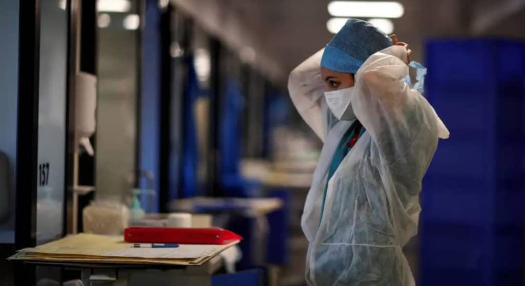Επιδόθηκαν τα πρώτα Φύλλα Αναστολής καθηκόντων σε εργαζόμενους των νοσοκομείων που δεν έχουν εμβολιαστεί ενώ σε άλλα νοσοκομεία βγήκαν εκτός προγραμμάτων υπηρεσίας οι ανεμβολίαστοι υπάλληλοι.