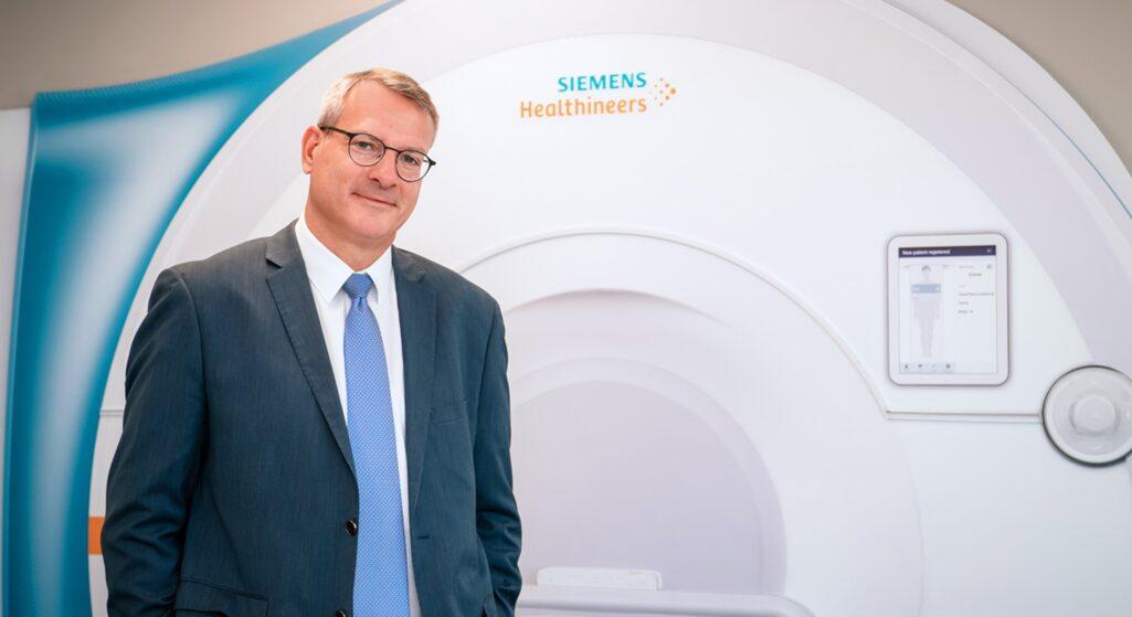 Τα νέα δεδομένα στον κλάδο της Υγείας και η γενικότερη τάση ψηφιακού μετασχηματισμού μπορούν να προσφέρουν μία σαφή αναβάθμιση των υπηρεσιών στο χώρο της Υγείας με ευεργετικές συνέπειες, όπως τονίζει μιλώντας στο healthpharma.gr o Διονύσιος Παπαδόπουλος, CFO της Siemens Healthineers Ελλάδος