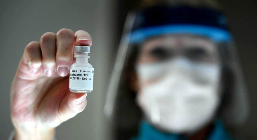 Μπορεί να εξασθενήσει με το πέρασμα του χρόνου η προστασία που παρέχουν τα εμβόλια τους κατά του κορωνοϊού, όπως ανακοίνωσαν οι αμερικανικές εταιρείες Pfizer και Moderna