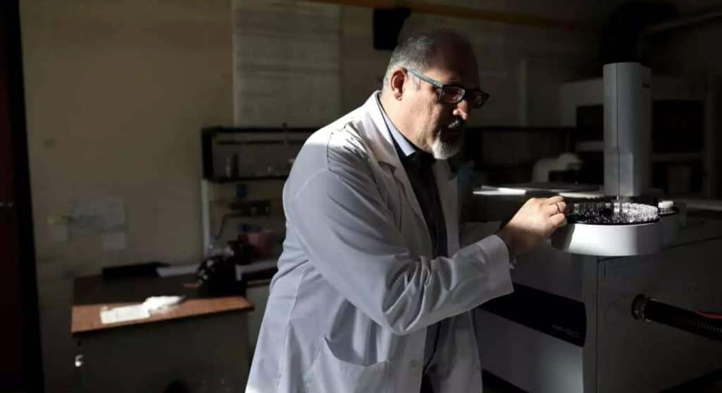 Τη βεβαιότητα ότι δεν υπάρχει περίπτωση να μη νοσήσουν από κορωνοϊό οι ανεμβολίαστοι πολίτες μετέφερε σε τηλεοπτική του συνέντευξη ο Καθηγητής Αναλυτικής Χημείας Νίκος Θωμαΐδης.