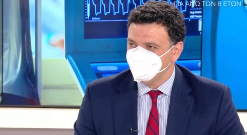 Έκκληση στους πολίτες να εμβολιαστούν απηύθυνε ο υπουργός Υγείας, Βασίλης Κικίλιας, το πρωί της Τρίτης, τονίζοντας πως προς το παρόν δεν υπάρχει πρόβλεψη για επιστροφή της μάσκας στους εξωτερικούς χώρους.