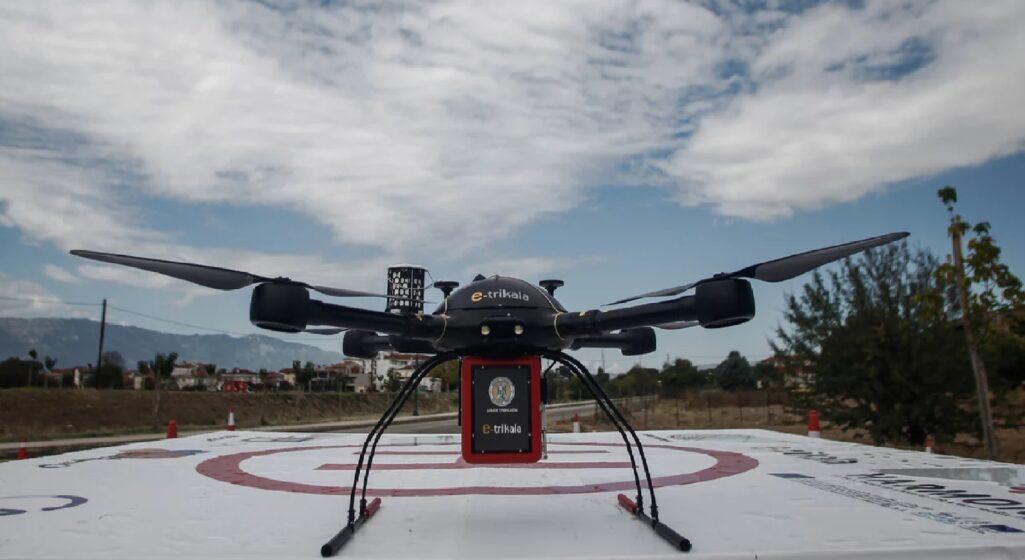 Με απόλυτη επιτυχία στέφθηκε η πρώτη πτήση drone για τη μεταφορά φαρμάκων, που είχε σημείο απογείωσης το GiSeMi HUB στα Τρίκαλα και προορισμό φαρμακείο στη περιοχή της Λεπτοκαρυάς.