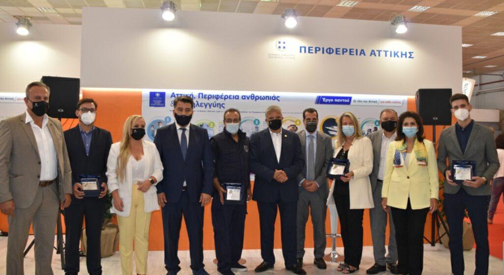 Στο πλαίσιο της διοργάνωσης της 85ης Διεθνούς Έκθεσης Θεσσαλονίκης σε ειδική τιμητική εκδήλωση που πραγματοποιήθηκε στο Περίπτερο της Περιφέρειας Αττικής, με προσκεκλημένο τον Υπουργό Υγείας Αθανάσιο Πλεύρη, ο Πρόεδρος του ΙΣΑ και Περιφερειάρχης Αττικής, Γιώργος Πατούλης και ο Υπουργός απένειμαν βραβεία σε Ιατρούς και νοσηλευτές που συνέδραμαν εθελοντικά στις δράσεις της Περιφέρειας για την καταπολέμηση της πανδημίας, μέσω του Κέντρου Επιχειρήσεων (ΚΕΠΙΧ) που συστάθηκε από την Περιφέρεια και τον Ιατρικό Σύλλογο Αθηνών.
