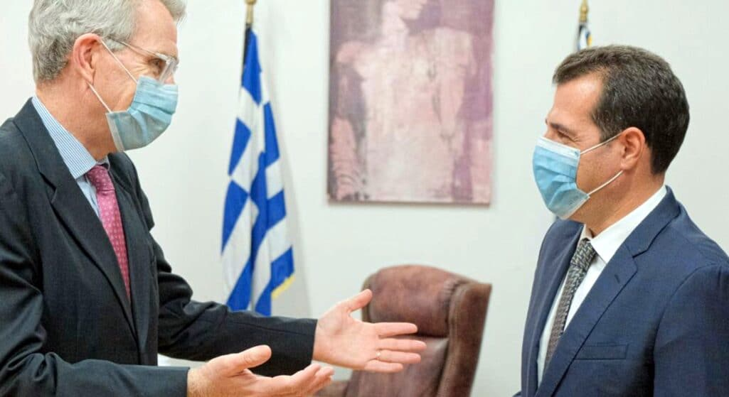 Σε πολύ καλό κλίμα πραγματοποιήθηκε στο Υπουργείο Υγείας, η συνάντηση του Υπουργού Θάνου Πλεύρη με τον Πρέσβη των Ηνωμένων Πολιτειών Αμερικής Geoffrey Pyatt, στο πλαίσιο της στενής συνεργασίας των δύο χωρών στον τομέα της Υγείας.