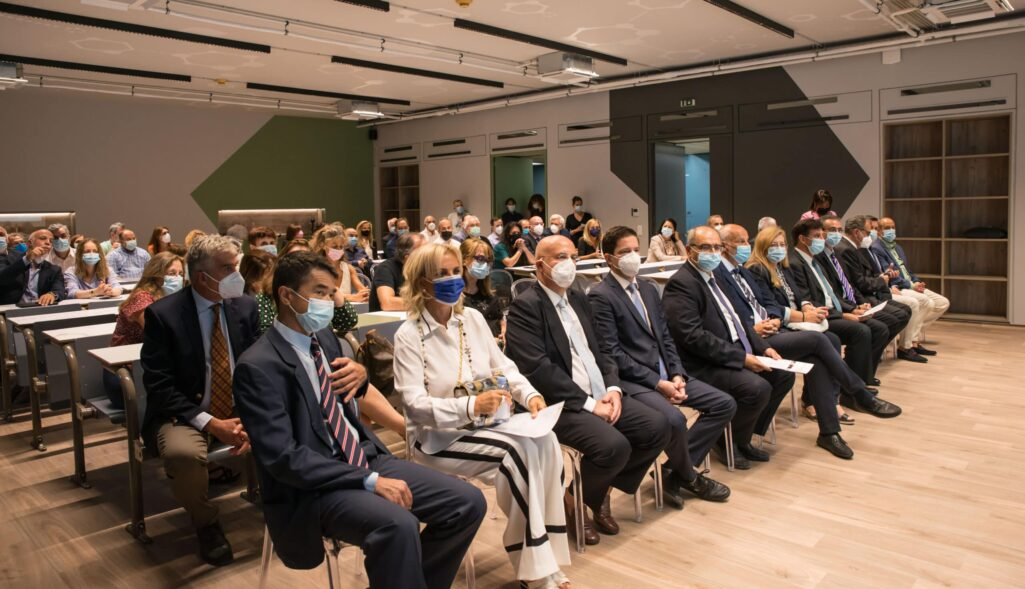 Στη δωρεά ενός νέου σύγχρονου και τεχνολογικά άρτιου αμφιθεάτρου 100 θέσεων, προϋπολογισμού ύψους 120.000 ευρώ, για τη Φαρμακευτική Σχολή Αθηνών του ΕΚΠΑ, προχώρησε το Ίδρυμα ΑΜΚΕ ΚΛΕΩΝ ΤΣΕΤΗΣ, του Ομίλου Φαρμακευτικών Επιχειρήσεων Τσέτη.
