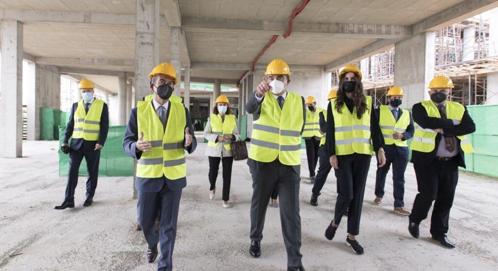 Επίσκεψη στο εργοστάσιο της ELPEN στο Πικέρμι, καθώς και στο υπό κατασκευή Πάρκο Έρευνας και Καινοτομίας της εταιρείας στα Σπάτα πραγματοποίησαν ο Αντιπρόεδρος της Ευρωπαϊκής Επιτροπής, Μαργαρίτης Σχοινάς και ο Γενικός Διευθυντής της Ένωσης Medicines for Europe, Adrian Van Den Hoven.