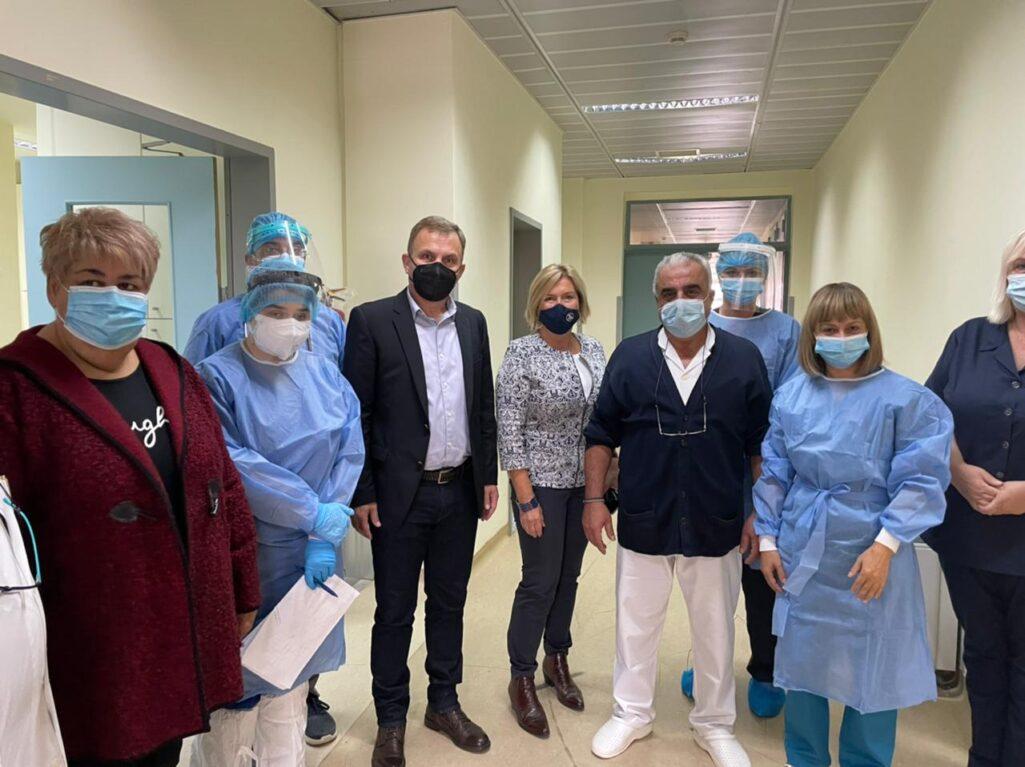Με ιδιαίτερη ανησυχία παρακολουθεί η κυβέρνηση την εξάπλωση του κορωνοϊού στη Βόρεια Ελλάδα κι αυτό φαίνεται από το γεγονός ότι η αναπληρώτρια υπουργός Υγείας Μίνα Γκάγκα, πραγματοποιεί δεύτερη περιοδεία στην ευρύτερη περιοχή, μέσα σε διάστημα τριών εβδομάδων.