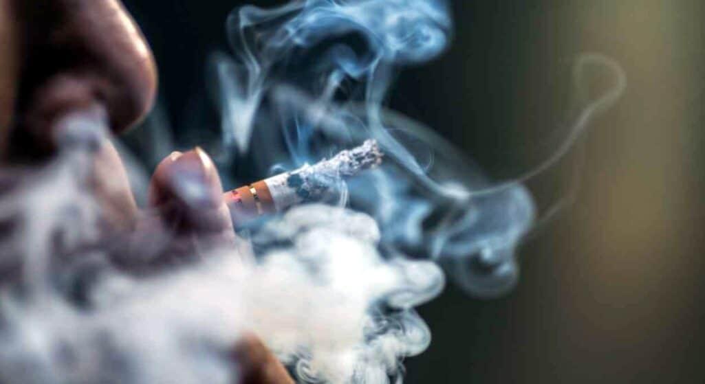 Είναι γνωστό ότι οι θάνατοι από το κάπνισμα ξεπερνούν τα 8 εκατομμύρια ετησίως, δηλαδή είναι σχεδόν οι διπλάσιοι από τους θανάτους λόγω της πανδημίας της Covid-19 μέχρι σήμερα. Από το 1999 έως το 2019 το κάπνισμα τσιγάρου ευθύνεται για το 20,2% των θανάτων κάθε αιτιολογίας στους άνδρες και για το 5,8% στις γυναίκες.