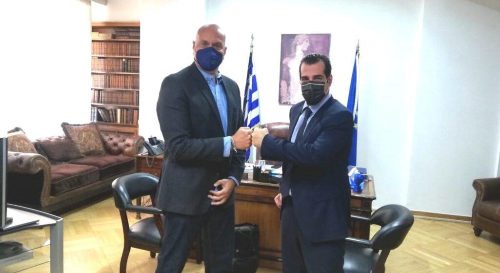 Το δεύτερο «όχι» ήρθε και από την κυρία Λάγιου, καθηγήτρια του ΕΚΠΑ με αποτέλεσμα να ευοδώσει η συζήτηση με τον καθηγητή Ζαούτη, ο οποίος γνωρίζεται και με τον νέο υπουργό Υγείας, Θάνο Πλεύρη.